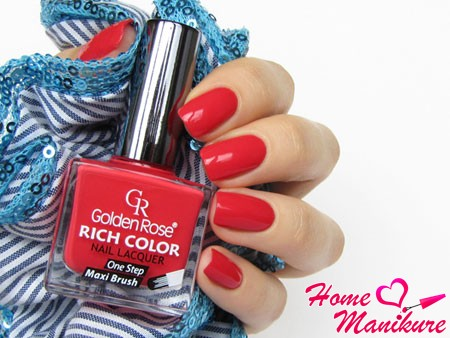 яркий красный маникюр с лаком Golden Rose