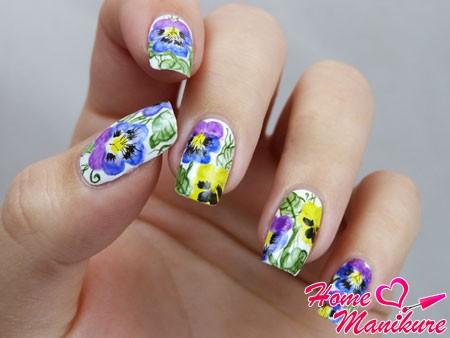 акварельный дизайн ногтей с цветами