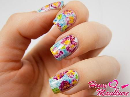 цветочный дизайн ногтей с акварелью