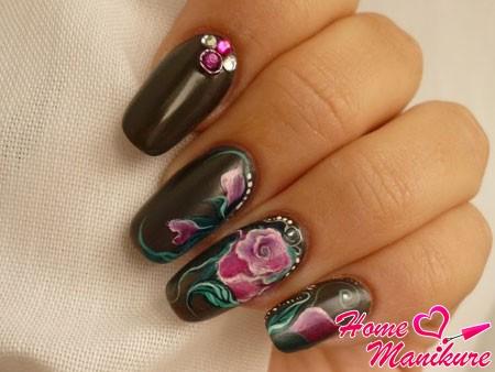 красивая роза на ногтях в жостовском стиле