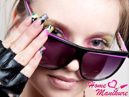 модный разноцветный френч на квадратных ногтях
