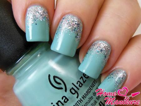 нежный дизайн ногтей с блестками China Glaze