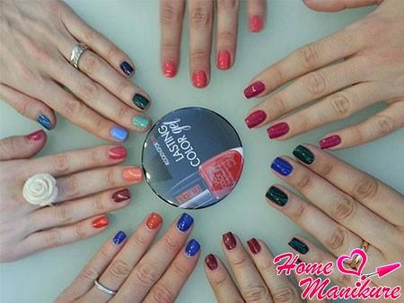 разнообразные оттенки лаков Pupa на ногтях