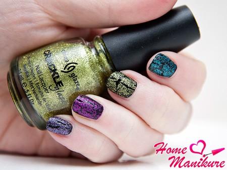 разные цвета кракелюрного China Glaze на ногтях