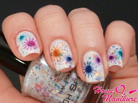 яркий дизайн ногтей с лаком Oh Splat
