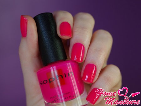 яркий розовый оттенок из палитры Sophin