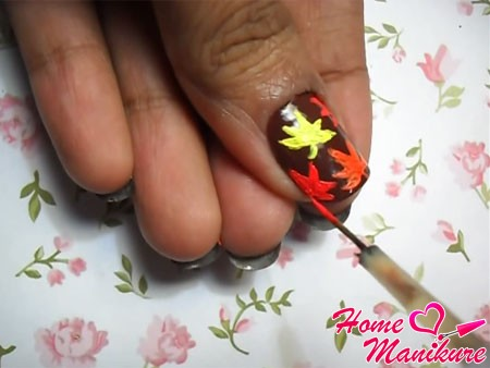 добавление красных листочков на ноготь