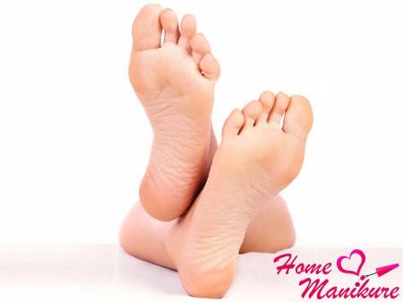 идеальные женские ножки после педикюрных носочков