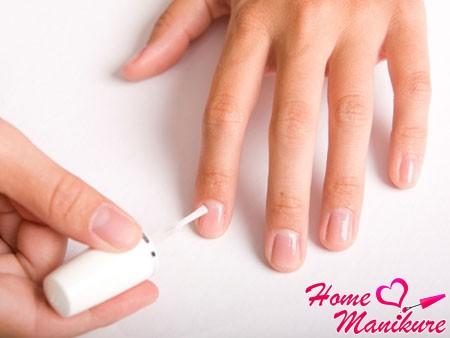 лунки на здоровых ногтях