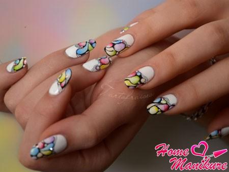 мозаичная абстракция на ногтях