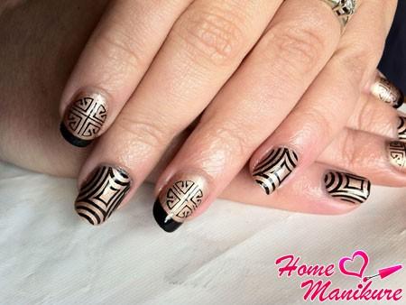 стильное черно-золотое оформление ногтей
