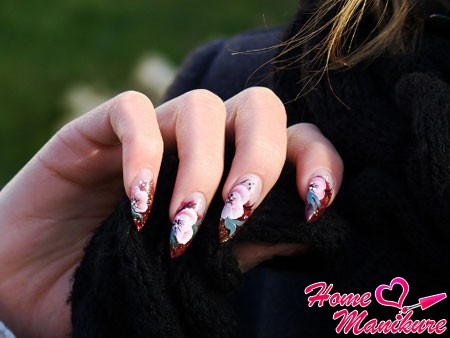 маникюр на длинных ногтях с цветочной росписью