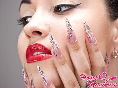 нарощенные острые ногти стилеты