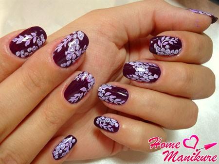 стильные осенние рисунки на винных ногтях