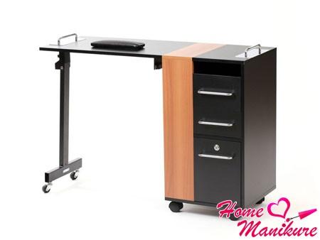 стильный складной маникюрный стол