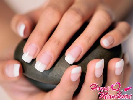 классический дизайн гелевых ногтей френч