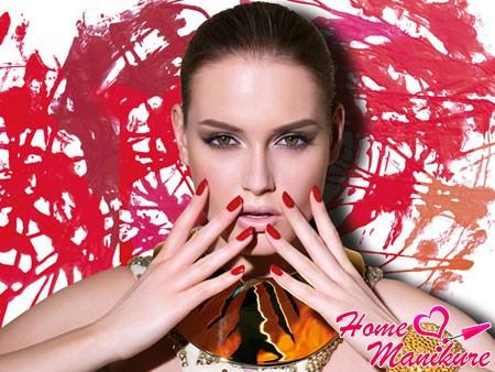 насыщенный винный цвет ногтей