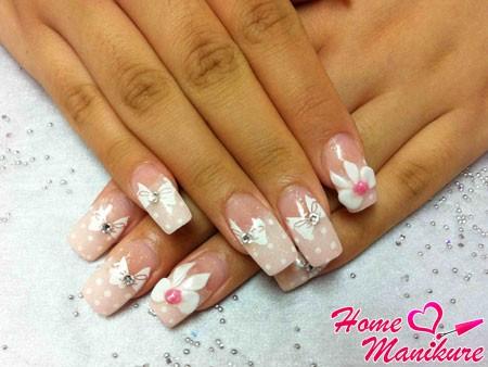 нежный и женственный дизайн нарощенных ногтей