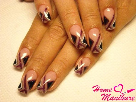 строгая геометрия в дизайне ногтей