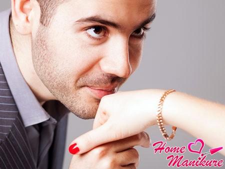 Что любят мужчины в женском маникюре?