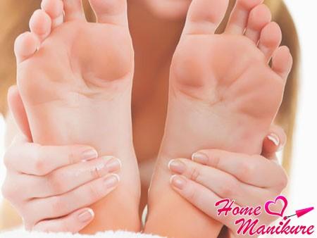 идеальная кожа на гладких ступнях