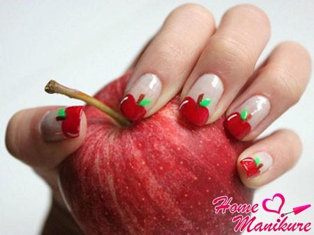 маникюр с красным яблоком