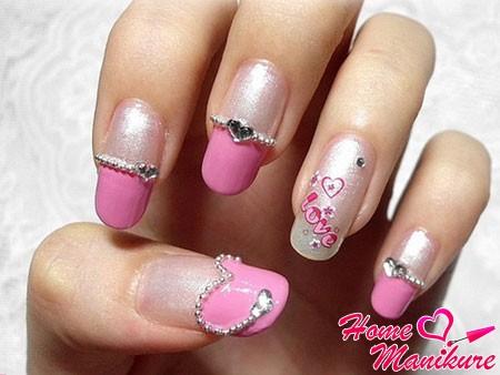 романтичный дизайн ногтей со стразами