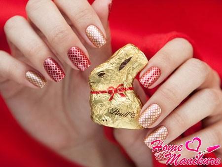 роскошный красно-золотой дизайн ногтей Konad