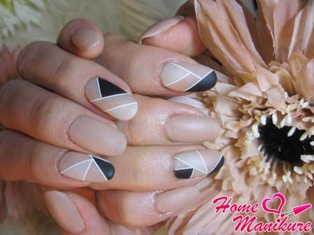 геометрический матовый дизайн ногтей