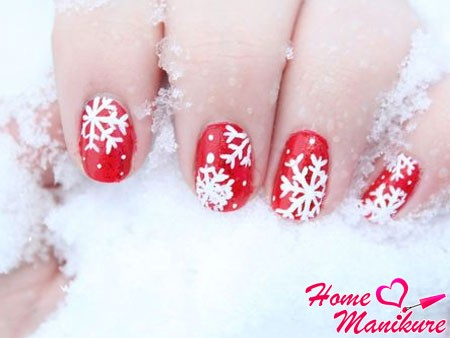 Снежинки на ногтях: фото стильного новогоднего маникюра