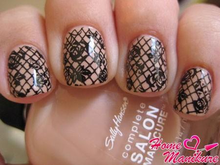 колготки на ногтях с помощью стемпинга