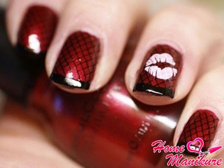 колготки на ногтях в красно-черном исполнении