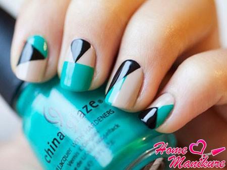 трехцветная геометрия на ногтях
