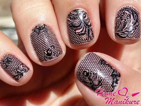 вариант дизайна ногтей в стиле колготок