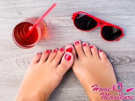 актуальный красный дизайн ногтей