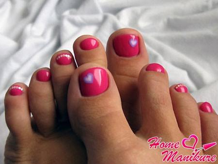 модный розовый педикюр на лето 2015