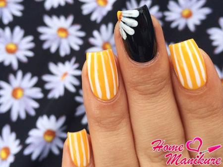дизайн ногтей с ромашкой