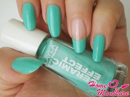 дизайн ногтей в бирюзовом цвете
