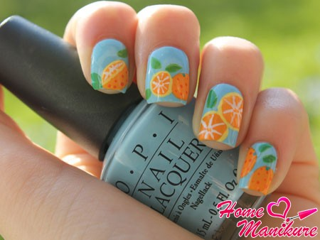 рисунки апельсинов на голубых ногтях