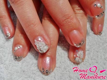 акриловая лепка и жемчуг на ногтях
