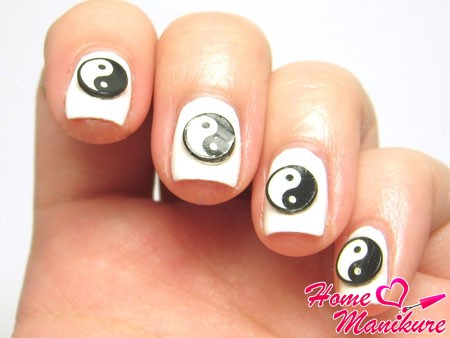 фимо Инь-Янь для ногтей