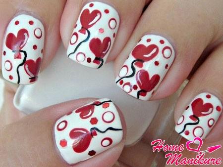 маникюр с сердечками-шариками