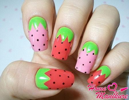 нейл-арт с ягодами клубники