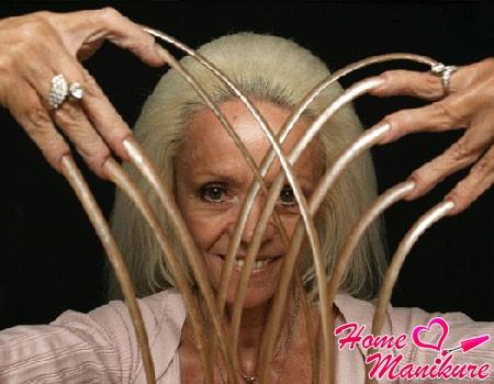 самые длинные ногти с маникюром