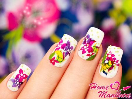 яркие орхидеи на ногтях