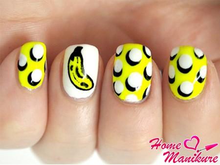банановый новогодний маникюр