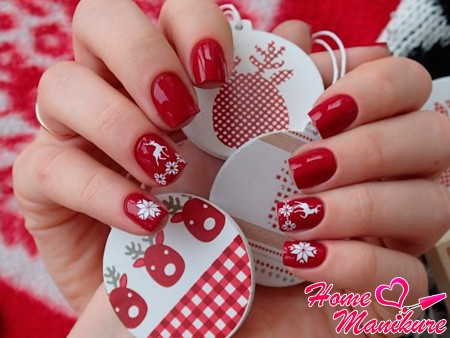 красно-белый зимний дизайн