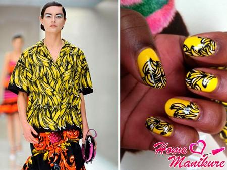 желтый дизайн с гроздьями бананов