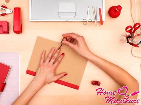 Гель-лак под кутикулу: как аккуратно и ровно накрасить ногти?