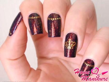 дизайн ногтей с короной